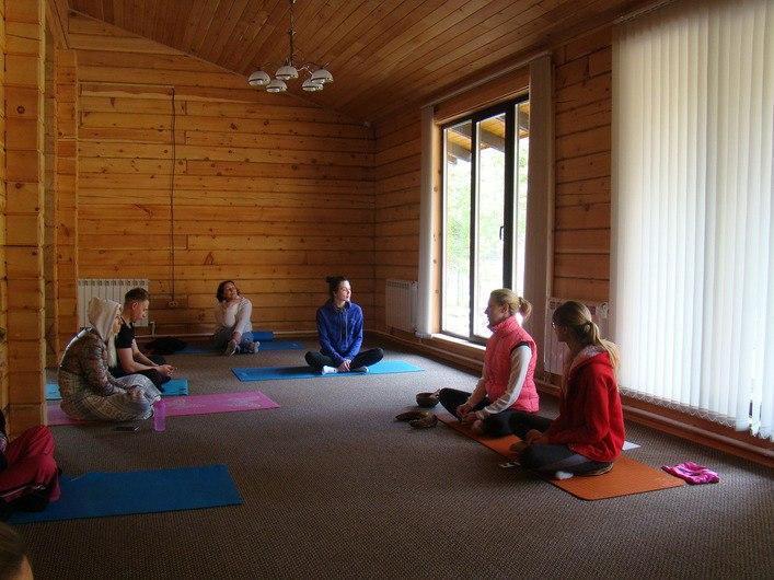 Тренинг на базе отдыха Тура-занятия йогой